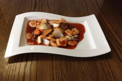 Mixed Meat with Onion in our Chef's Special Cantonese Sauce